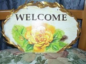 Targhetta di benvenuto decorata a decoupage