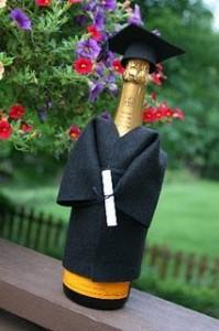 Una bottiglia vestita a festa per la laurea: Tutorial