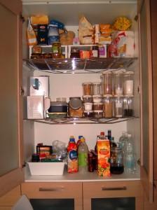 Come fare per tenere in ordine la dispensa della cucina: idee, consigli, foto