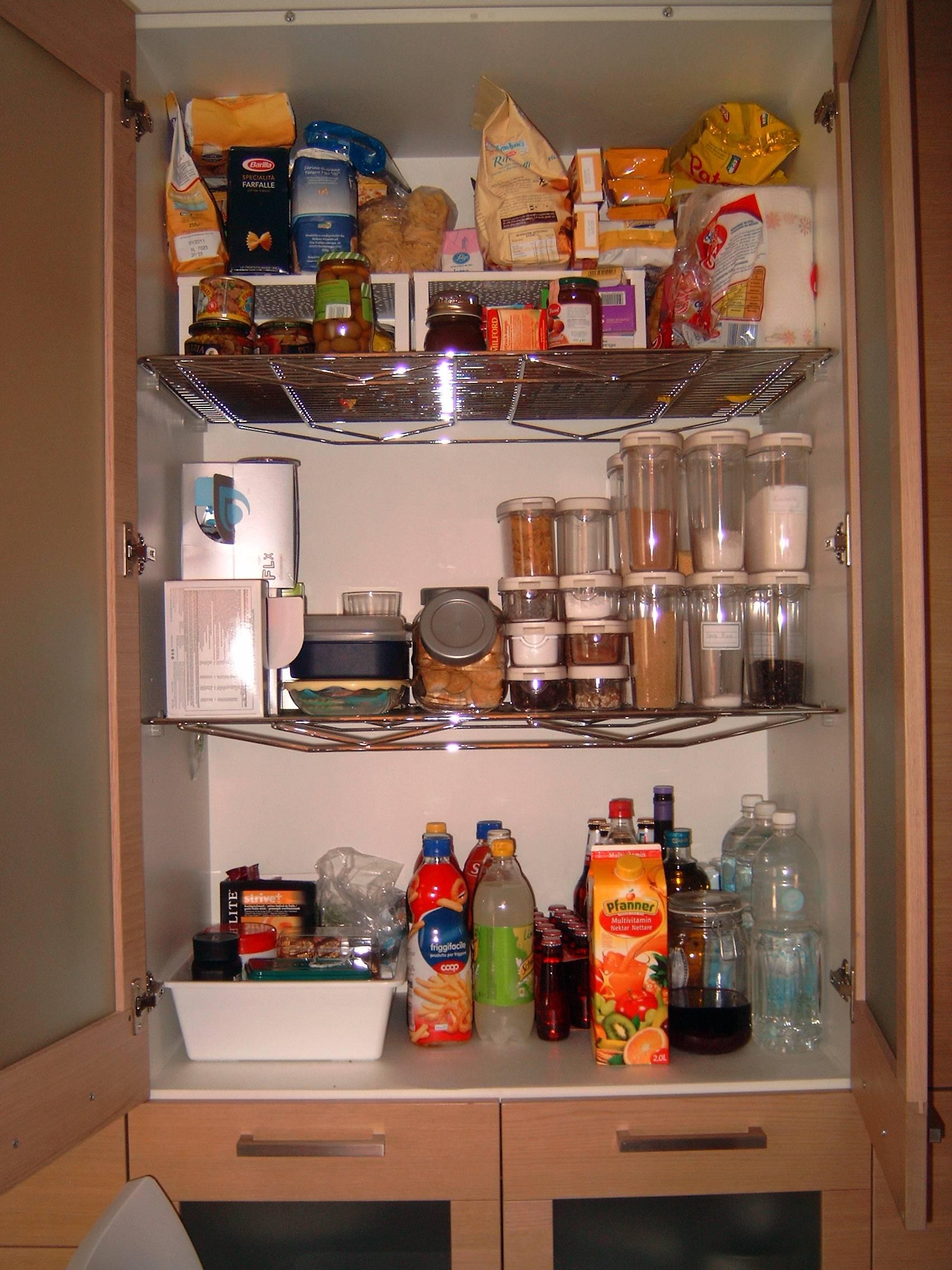 Come fare per tenere in ordine la dispensa della cucina - Dispense per cucina ...