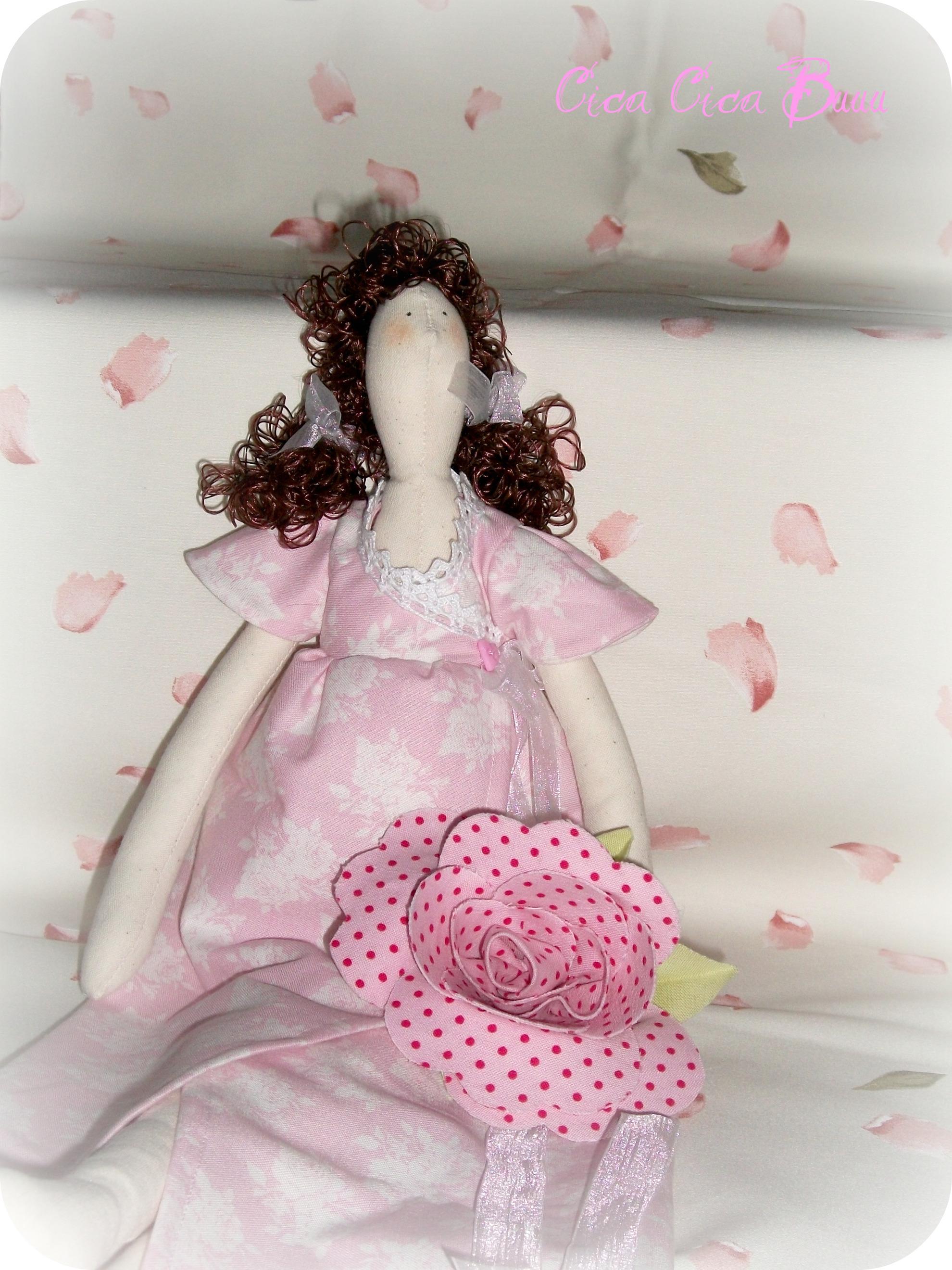 La foto del giorno: Lily, la bambolina di Sabrina