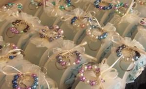 Idea per una bomboniera di Battesimo: portachiavi e scatolina