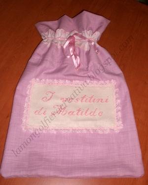 Come realizzare un sacchetto porta vestitini per la biancheria dei bebè: tutorial