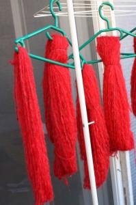 Come trasformare un maglione in gomitolo, ovvero riutilizzare della vecchia lana