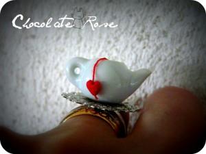 La foto del giorno: l'anello a teiera di Chocolate Rose
