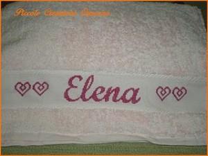 La foto del giorno: asciugamano ricamato da Monica