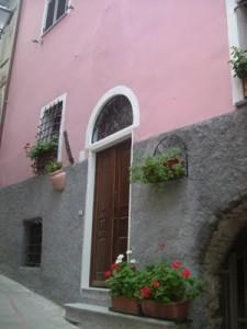 """La ristrutturazione della casa di Rosa: da """"Bicocca"""" a villetta shabby"""