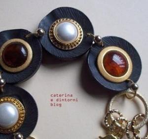 La foto del giorno: il bracciale di bottoni di Caterina