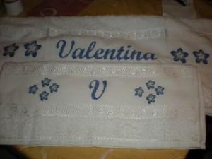 La foto del giorno: asciugamani personalizzati a punto croce da Monica