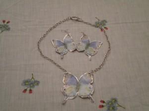 Come realizzare una parure con farfalle in lamina di metallo: tutorial