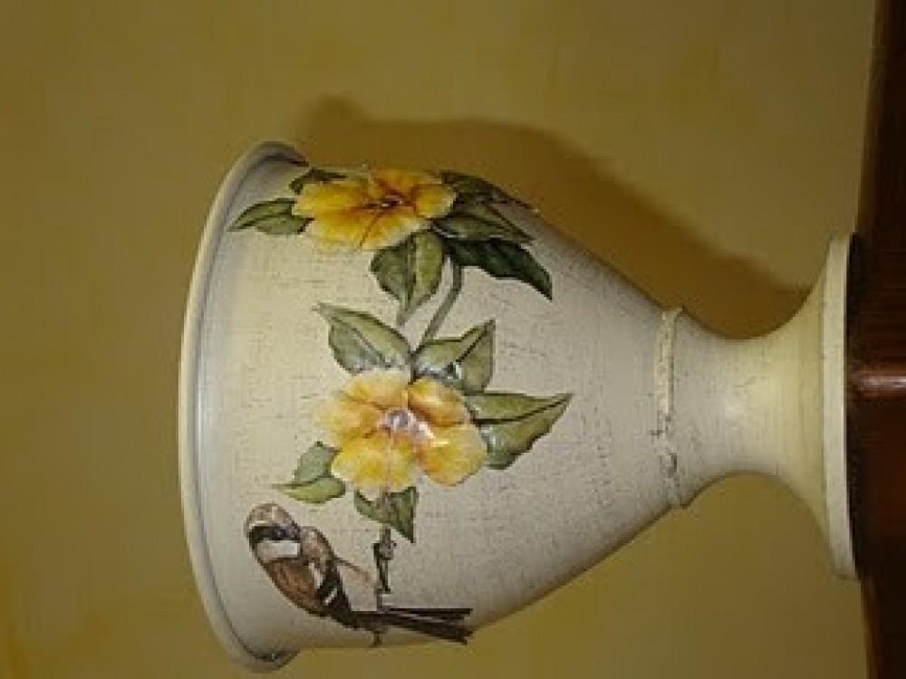 Come decorare a decoupage un vaso shabby chic: progetto di Giuseppina Spadoni