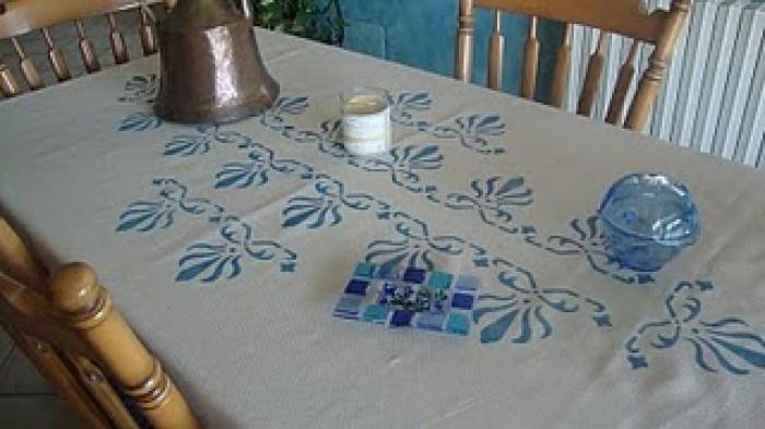 Come decorare una tovaglia in stile provenzale utilizzando lo stencil