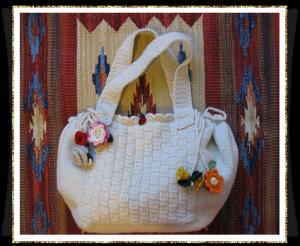 La foto del giorno: la borsa all'uncinetto di Cris