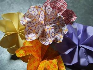 Come realizzare dei fiori con la tecnica degli origami