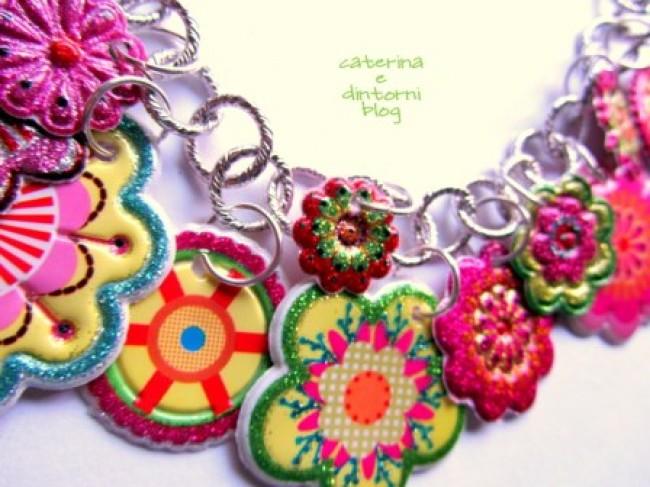Come realizzare una collana a fiori con gli stickers: tutorial