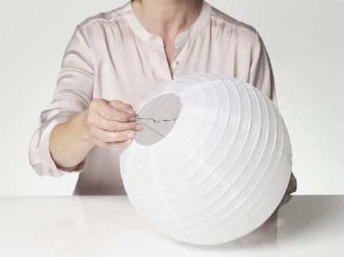 Come realizzare un lampadario con dei bicchierini o pirottini di carta - Como hacer lamparas de techo artesanales ...