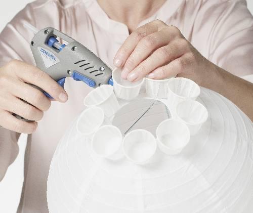 Come realizzare un lampadario con dei bicchierini o pirottini di carta