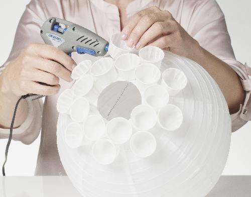 lampadario a palla : Aggiungi la lampadina al tuo lampadario seguendo le istruzioni, e dai ...
