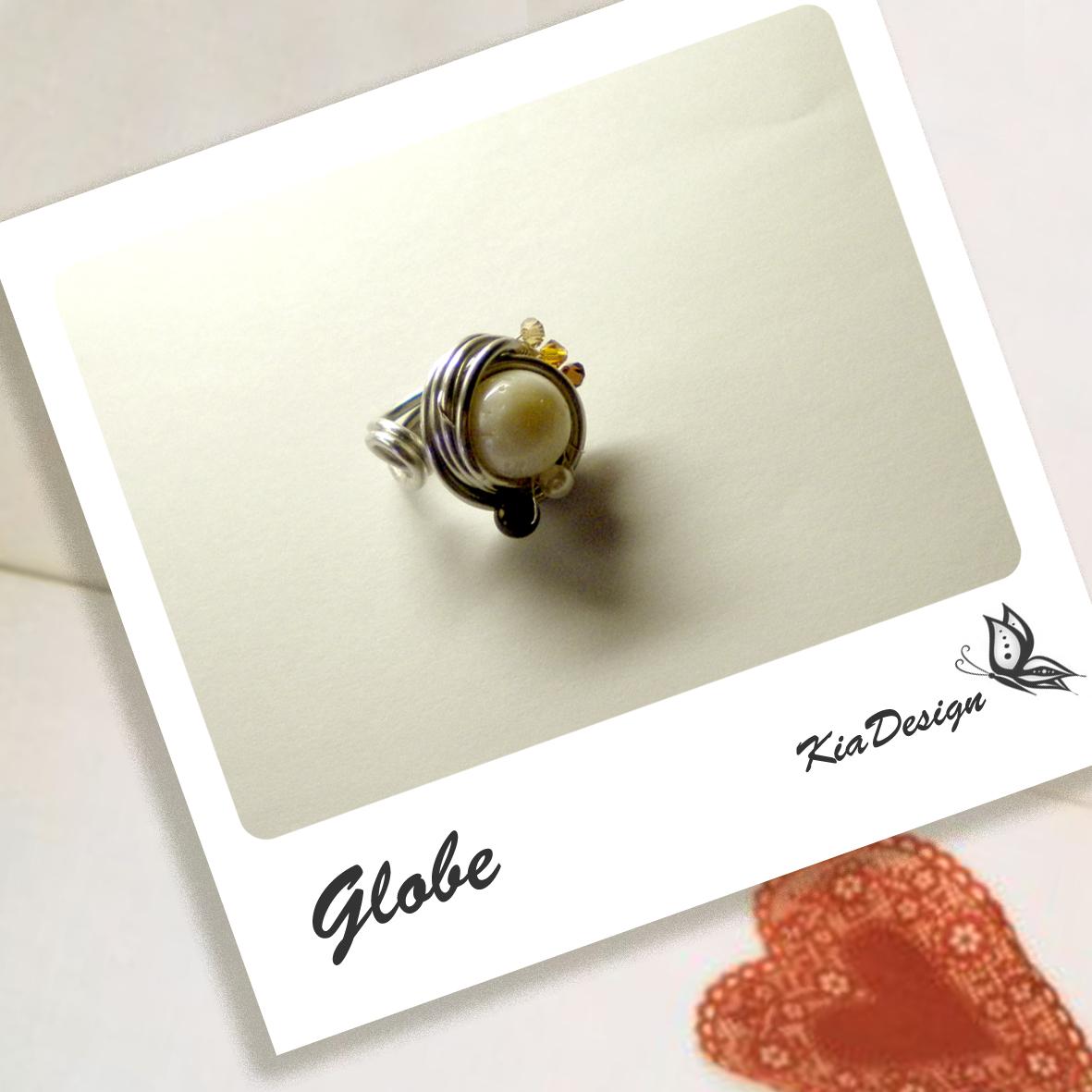 La foto del giorno: anello e collana Globe di Kia Design