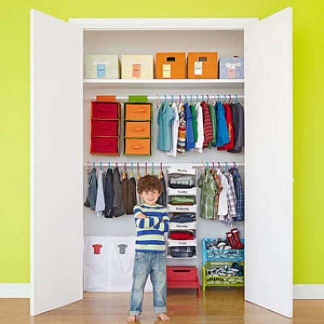 Come organizzare l'armadio dei bambini: consigli, idee, immagini