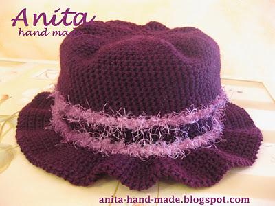 La foto del giorno: il cappello in lana di Anita