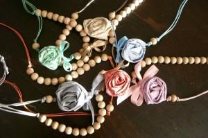 La foto del giorno: le collane con le rose di Francesca