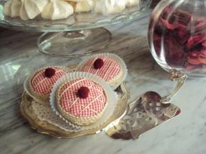 La foto del giorno: i dolcetti di stoffa e passamaneria di Antonella