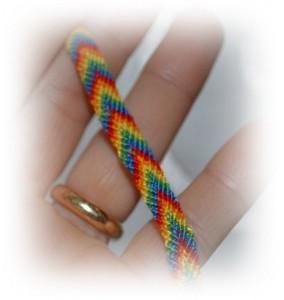 Come realizzare il braccialetto dell'amicizia: tutorial