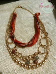 La foto del giorno: la collana con fili di seta di Materia