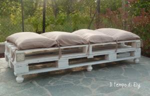 La foto del giorno: il sofà di bancali realizzato da Elisa