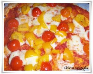 Piadipizza con peperoni e pomodorini