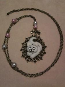 La foto del giorno: la collana con gattino in fimo di Cristina