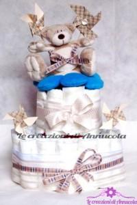 La foto del giorno: la torta pannolini con orsetto di Anna