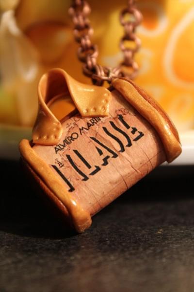 La foto del giorno: il ciondolo a borsetta di Alba