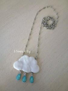 La foto del giorno: il ciondolo a nuvoletta di Elisa