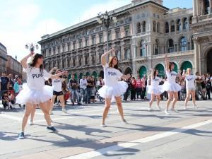 Il flash mob di Poinx per festeggiare tutte le mamme