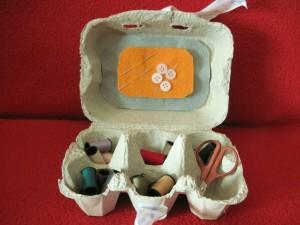 La foto del giorno: il kit cucito con la scatola delle uova di Barbara