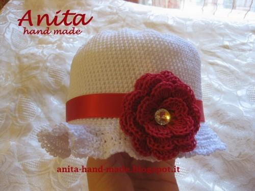 Cappellino in cotone bianco e rosso con Swarovski 2