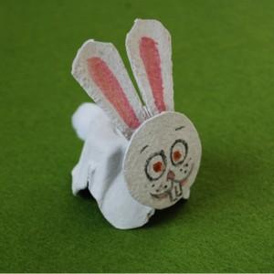 La foto del giorno : il coniglietto realizzato con la scatola delle uova