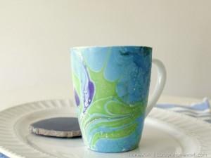 La foto del giorno: la tazza dipinta con lo smalto per unghie
