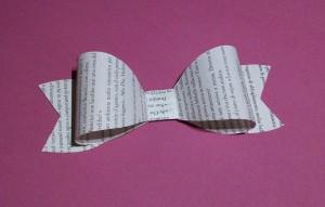 La foto del giorno: il fiocco con le pagine del libro
