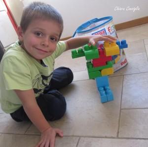 Quando i bambini giocano per terra: l'importanza di avere sempre superfici pulite e igienizzate