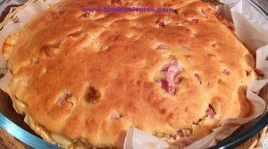 Torta salata con prosciutto e scamorza