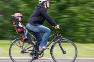 Seggiolini per la bici: consigli per una scelta sicura