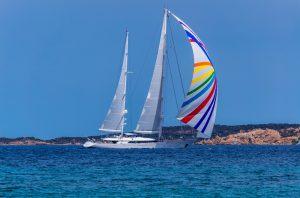Perché scegliere le vacanze in barca a vela con skipper