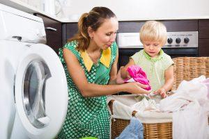 Come lavare i vestitini dei neonati