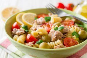 Pasta con tonno, olive e capperi