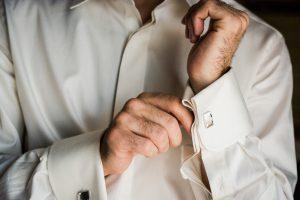 Come abbinare la camicia da uomo con eleganza