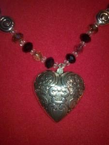 Cosa regalare a lei per San valentino? L'idea di oggi è una collana unica e originale