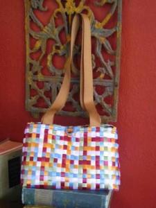 Come realizzare una borsa con i nastri intrecciati: tutorial (26 foto)